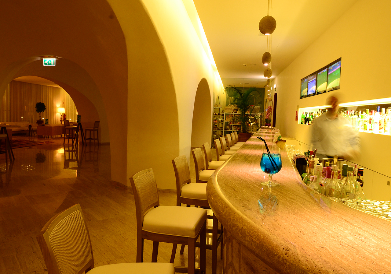 Restaurants & Bars - 	Restaurante Caravela Bar Lounge